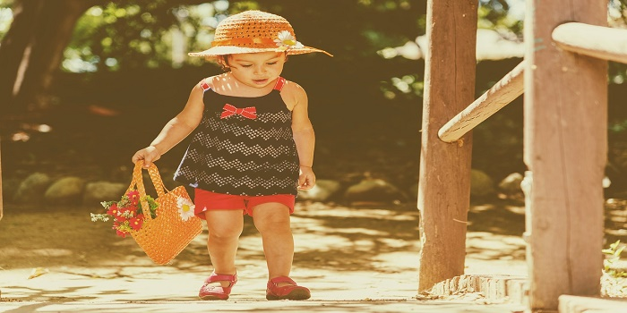 stimolare i bambini a camminare